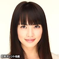 田口トモロヲ監督(58)の映画『色即(しきそく)ぜねれいしょん』(2009年)で、峯田和伸さんは臼田あさ美さんと共演しています。
