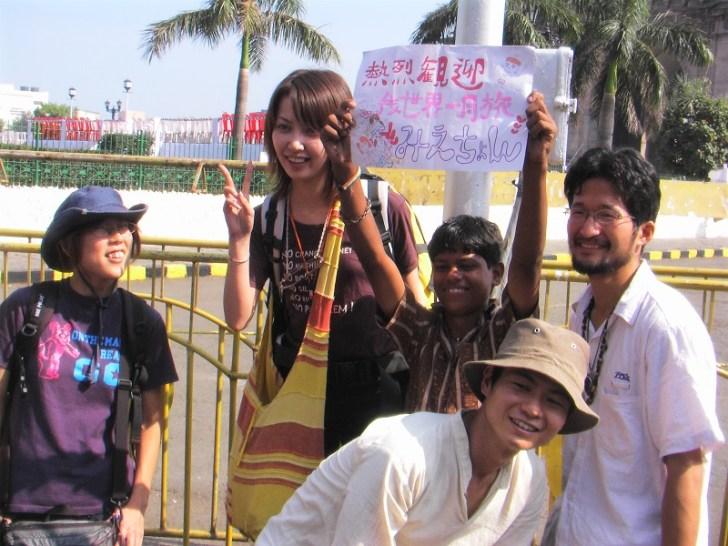 インド門の前でみえちゃんと合流