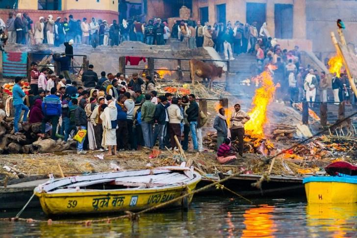 ガンジス川の火葬場