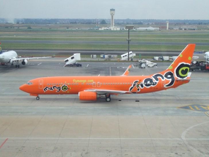 国際線の飛行機『マンゴ』 フルーツのマンゴの色をイメージしているのが可愛い。機体や機内の案内表・チケットまでオレンジのイメージカラーを使っている。航空券の値段が安い分、機内のドリンク・食事などは、全て有料である。
