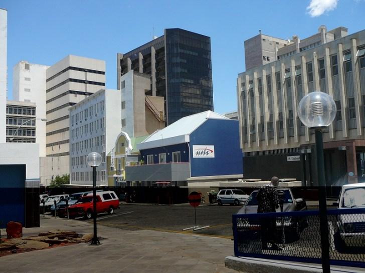ナミビアの首都ウイントフックは、多くのビルが立ち並び、想像以上に都会だったのでびっくりした