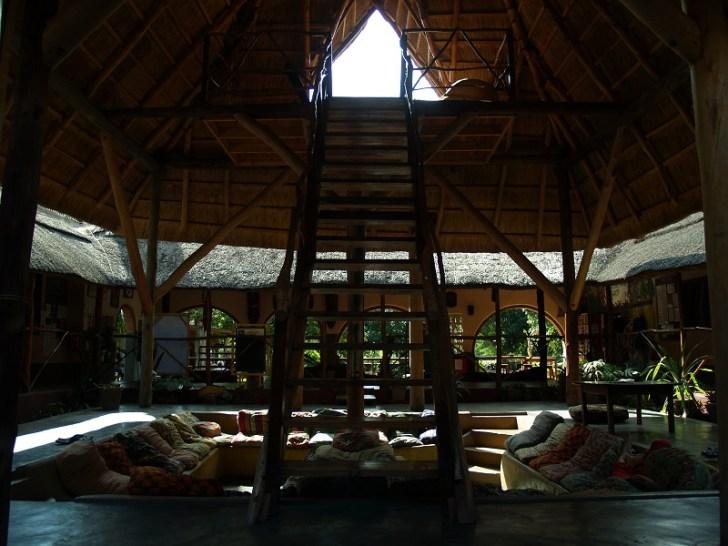 ソファーでゆっくりできる共同スペース。 宿泊客が宿にいる時はほとんどここに集まる