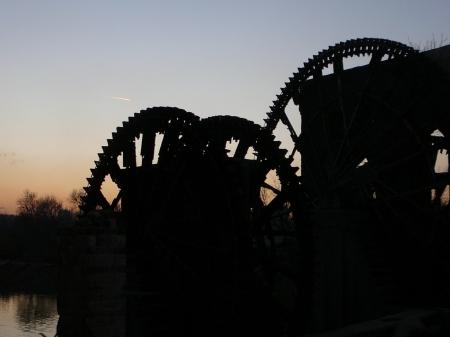 オロンテス川の4つの水車。 ギシギシと辺りに鳴り響かせている水車の重い音色が印象的だ