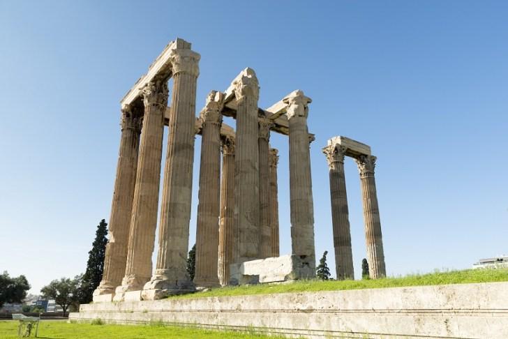 ゼウス神殿は西暦125年にハドリアヌス帝によって完成させらたオリンポスの最高神ゼウスを祀る建物だ