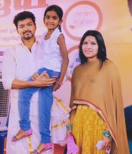 Actor Vijay Family Member Caste Photo Daughter Mother Father