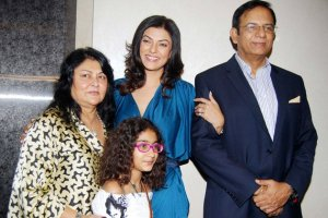 Sushmita Sen Family Daughter Sister Brother Husband Mother Kids Pictures 04