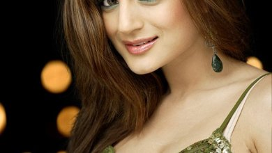 Amisha Patel Family Photos, Father, Mother, Age, Biography