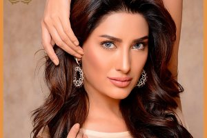 mehwish-hayat-family-pics-husband-father-and-mother-name-biography