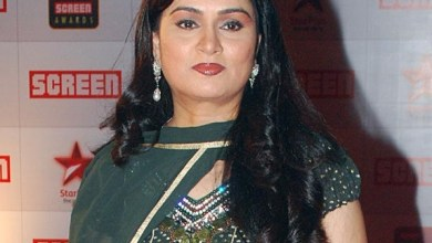 Padmini Kolhapure Family Pictures, Husband, Son, Age, Biography