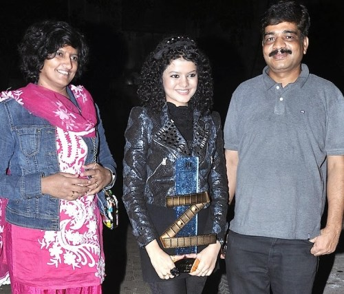 Palak Muchhal Family Photo, Biography, Brother, Father