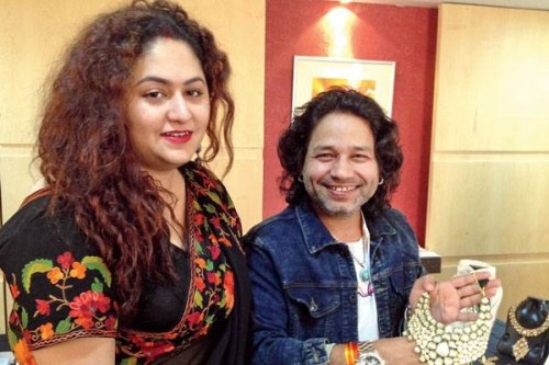 Kailash Kher Family Photos, Father, Mother, Wife, Age, Height, Biography