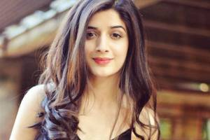 Mawra Hocane Family Photos, Father, Mother, Sister, Husband, Age, Height