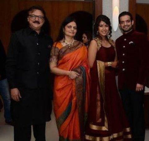 Karan Patel Family Photos, Father, Mother, Wife, Age, Biography