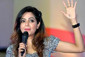 Sugandha Mishra Family Photos, Father, Mother, Husband, Age, Height, Biography