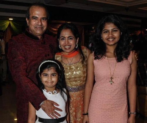 Suresh Wadkar Family Photos, Father, Daughter, Son, Age, Biography