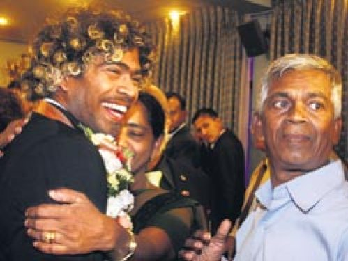 Lasith Malinga Family Photos, Father, Wife, Son, Daughter, Age, Height