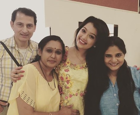 Digangana Suryavanshi Family Photos, Father, Mother, Husband, Biography