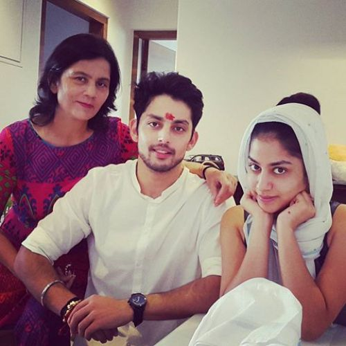 Himansh Kohli Family Photos, Mother, Father, Wife, Age, Biography