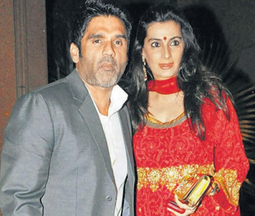 sunil shetty family photos father wife daughter son