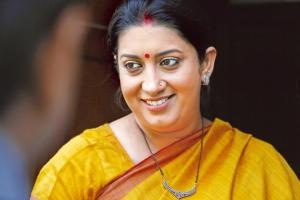 Smriti Irani Family Pics, Husband, Son, Daughter, Father, Age, Biography