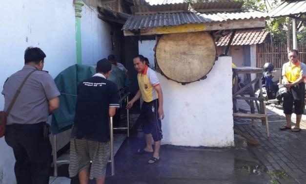 Kapolsek Ciwandan Bersama Anggotanya Laksanakan Kerja Bakti di Masjid Nurul amal