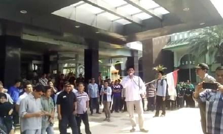 Hendak Disegel, Ribuan Massa Aliansi Masyarakat Kota Tangerang Geruduk Gedung MUI
