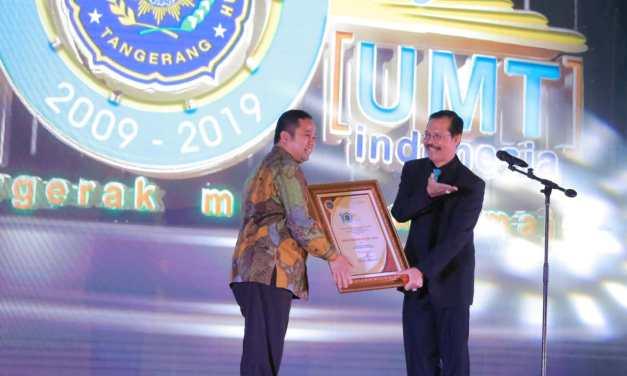 Hadiri Milad ke-10 UMT, Walikota Tangerang Terima Penghargaan