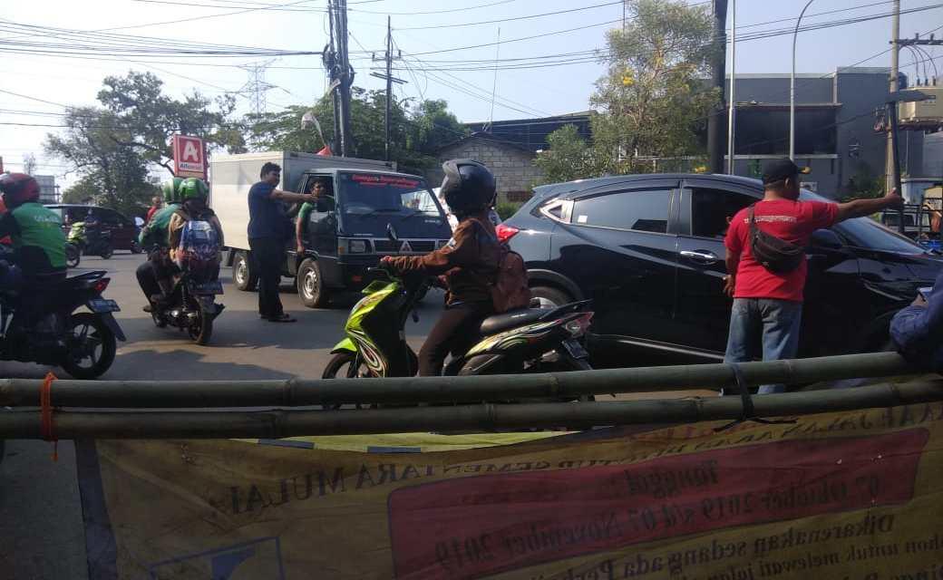 Imbas Penutupan Jalan Proyek Simpang Duren Ciputat, Pengendara Kebingungan Cari Jalan Alternatif