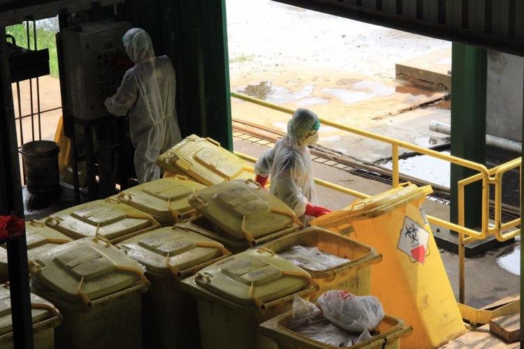 Foto: Kegiatan operasional PT Jasa Medivest (Jamed) di kawasan Dawuan, Kabupaten Karawang, fokus dalam pengelolaan limbah medis. Jamed merupakan anak perusahaan BUMD Jabar Jasa Sarana.
