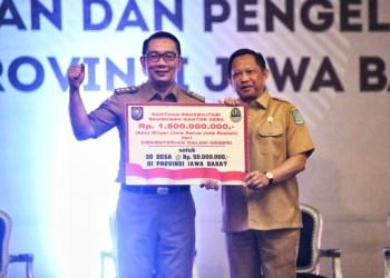 Foto: Gubernur Jawa Barat (Jabar) Ridwan Kamil bersama Menteri Dalam Negeri RI Tito Karnavian saat menghadiri Rapat Kerja (Raker) Percepatan Penyaluran dan Pengelolaan Dana Desa Tahun 2020 Tingkat Provinsi Jabar di Sentul International Convention Center.