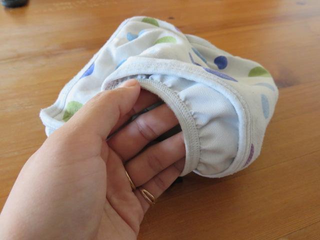 内ベルトタイプの布おむつカバーのギャザー