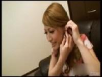 泉摩耶のアナル攻め手コキのエックビデオ 日本人