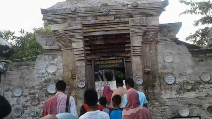 Wisata Religi di Makam Sunan Bonang Tuban