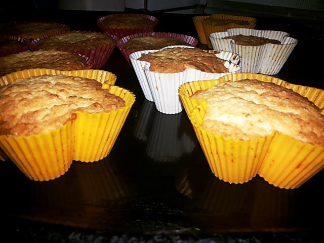 মরিচ, গাজর এবং ব্রোকোলি সঙ্গে ডিম muffins