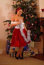 Carla-knappe-vrouw-wil-een-geil-kerstfeest--04