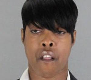 """""""Arbeidsongeschikte"""" vrouw gaat orale seks in het park niet uit de weg"""