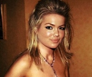Kate Upton topless en keiharde tepels