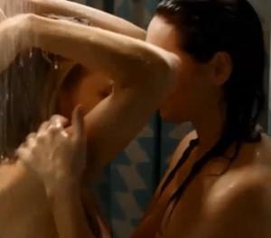 Laura Prepon, that 70's show, naakt onder de douche met andere vrouw
