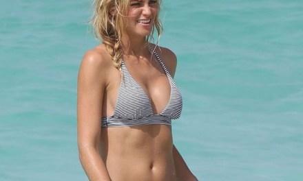 Elyse Taylor, sexy in bikini voor Victoria's Secret