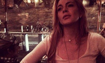 Lindsay Lohan zonder bh op Instagram en jawel, stijve tepels