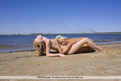Vrouwensex op het strand