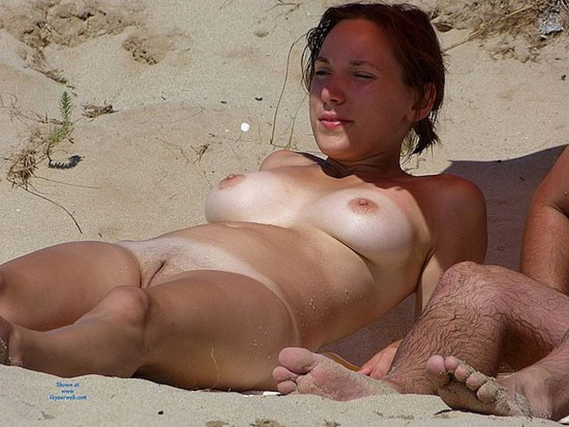 hot-amateur-busty-beach-babes-naked-and-topless--07