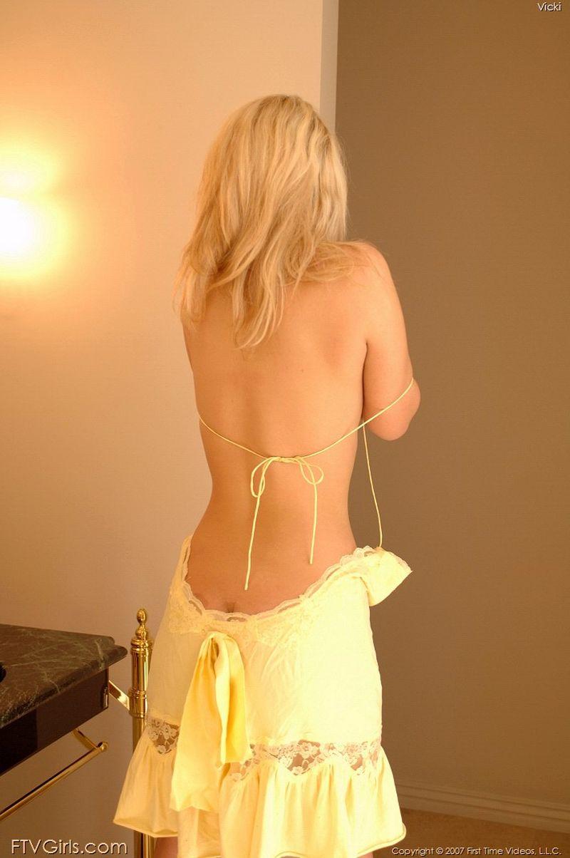 vicky-blond-mooi-en-naakt-120