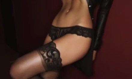 Emily Ratajkowski is heel sexy in lingerie
