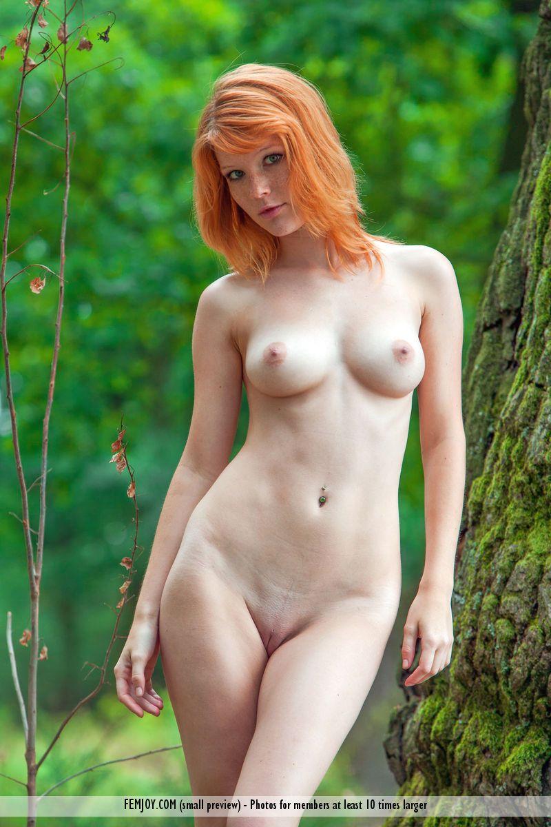 beautiful big eyes naked girls