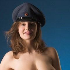 Ashley, de hete politieagente met de grote tieten