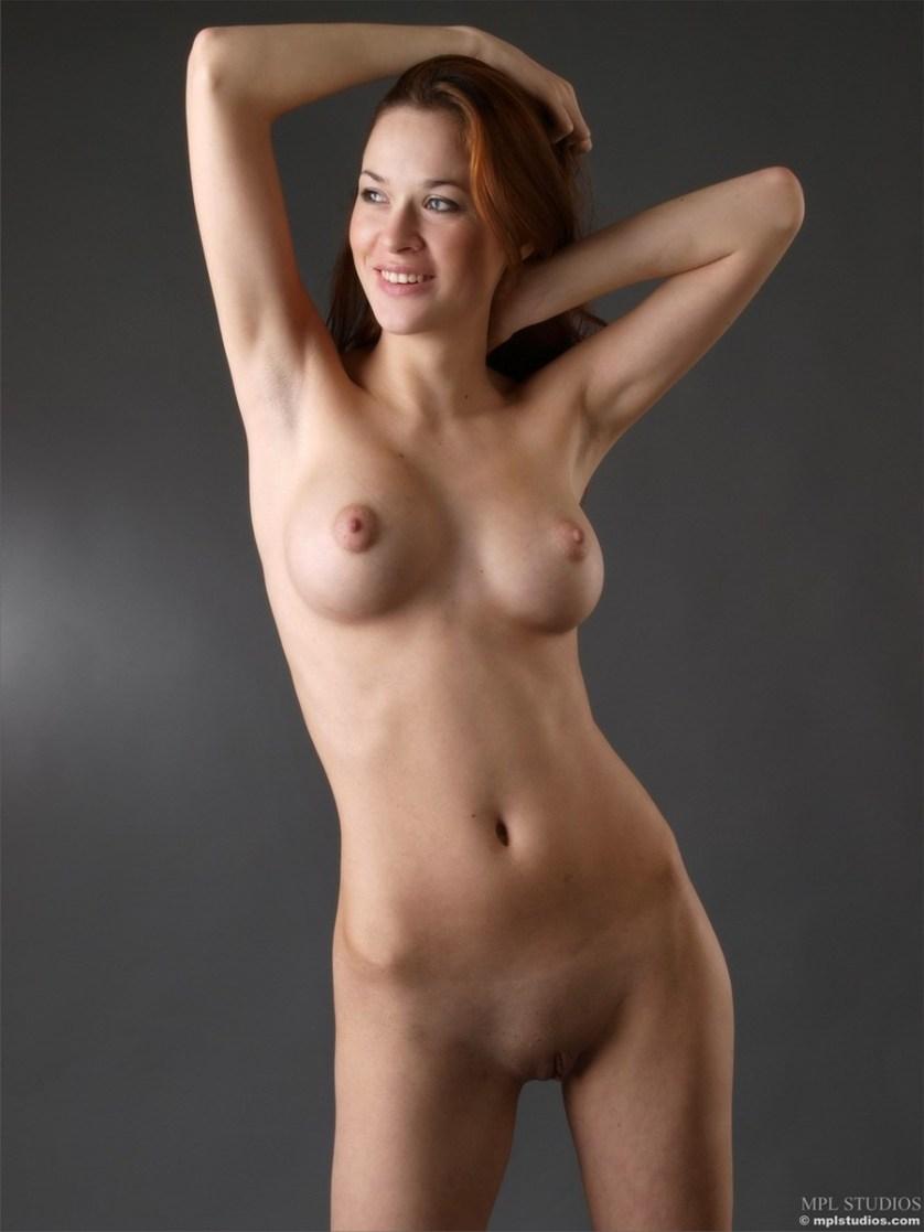 ivetta-naakt-rood-haar-grote-borsten-13