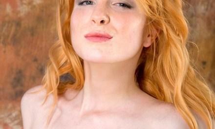 Rood haar, zeer lenig, grote tieten, juist ja, zeer neukbaar