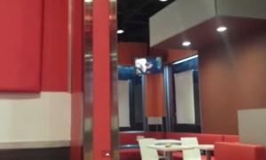 Porno kijken in een KFC restaurant
