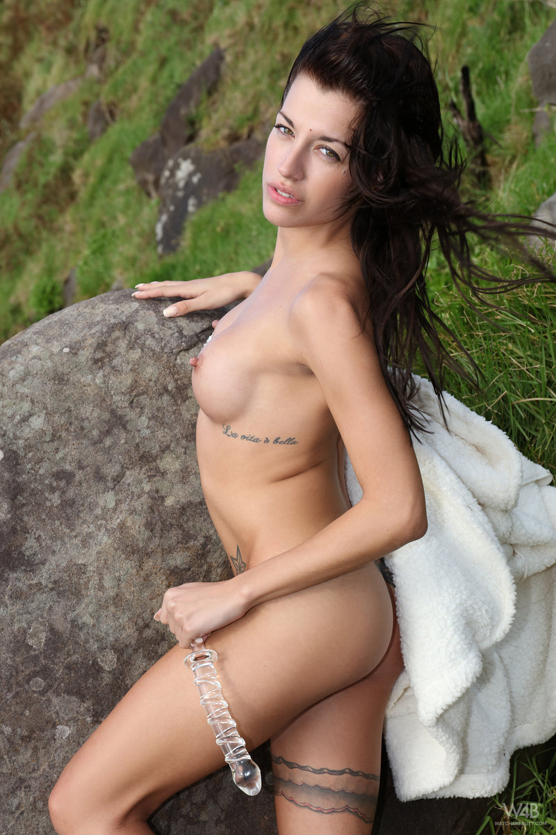 naked-woman-outside-testing-her-sex-toy-05